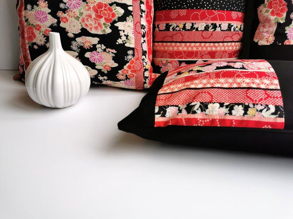 Housse coussin, patchwork, tissus japonais, rayures, étoiles, fleurs, noir, rouge et blanc , rectangulaire, 30 x 50 cm