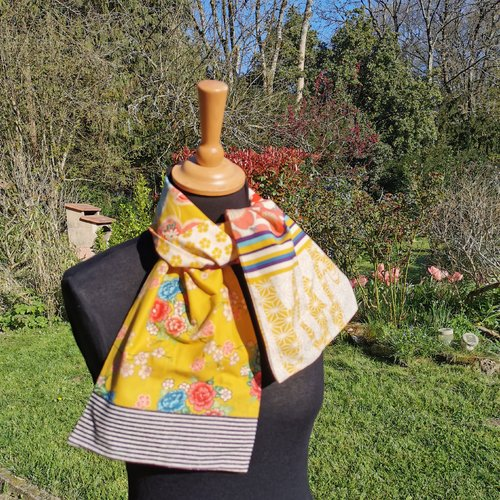 Petit foulard, coton, tissu patchwork, jaune et multicolores, double face du même tissu, léger 21 cm x 105 cm