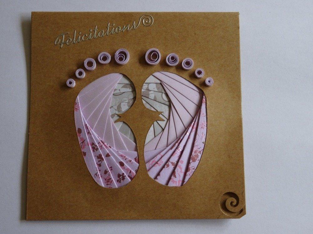 Carte carrée double couleur kraft félicitations avec motif pieds en relief iris folding et orteils en quilling