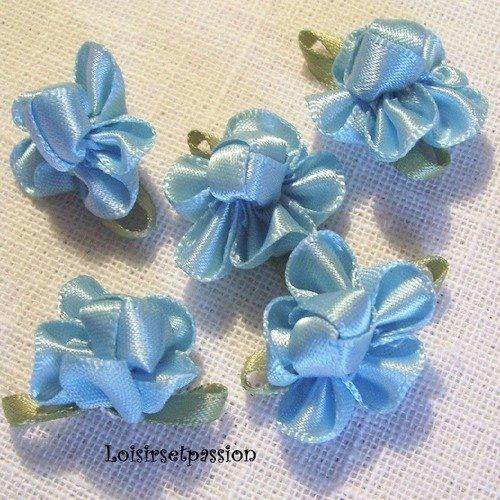 Applique fleur en ruban satin, bleu, feuilles vertes ** 25 mm ** à coudre ou à coller, vendu à l'unité - f01