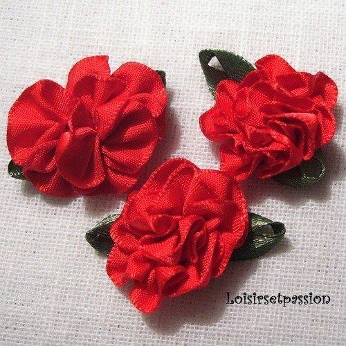 Applique fleur froufrou en ruban satin, rouge, feuilles vertes ** 25 mm ** à coudre ou à coller, vendu à l'unité - f03