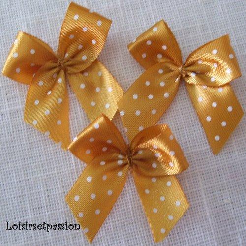 Noeud pois plumetis, applique en ruban satin - n°24 / beige doré ** 35 x 35 mm ** vendu à l'unité