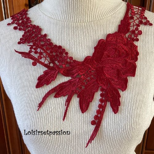 Col dentelle plastron / rouge carmin ** 26 x 32 cm ** applique fleur brodée à coudre - cd113