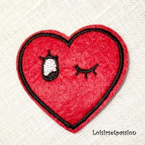 Écusson patch - coeur rouge clin d'oeil ** 5,5 x 5 cm ** applique brodée thermocollante