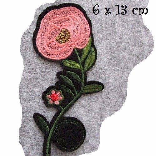 C5635 - fleur rose clair ** 8 x 13 cm ** applique écusson patch brodé thermocollant