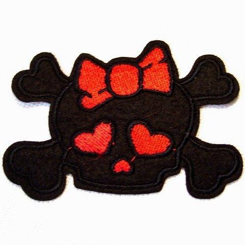 Patch écusson thermocollant - tête de mort pirate noeud coeur noir rouge ** 8,5 x 6 cm ** applique à repasser