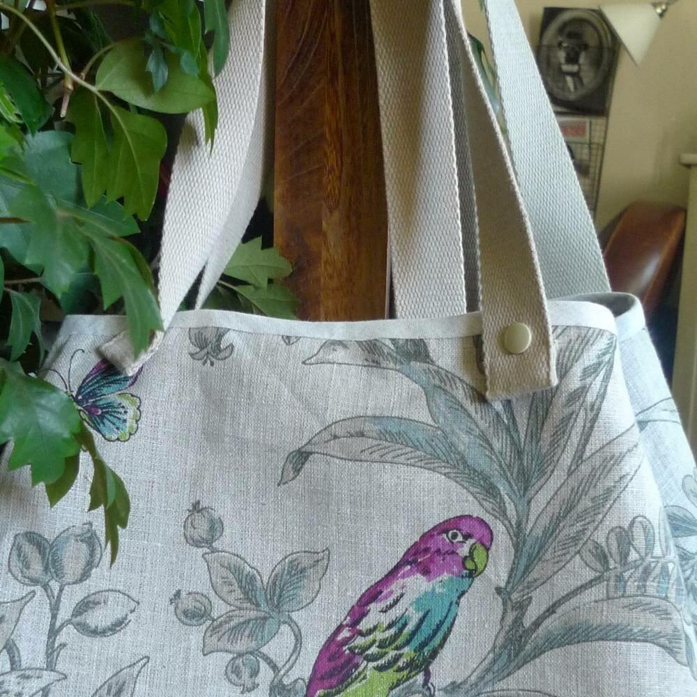 sac à main en lin avec perroquet