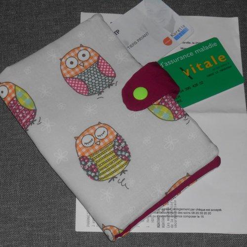 Pochette médicale porte ordonnance carte vitale en tissu beige hiboux colorés rangement documents médicaux