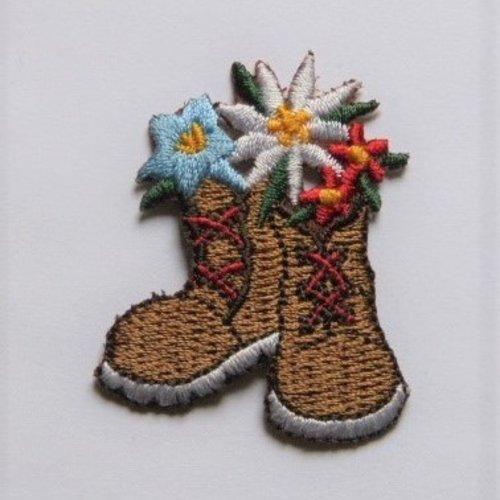 Patch thermocollant chaussure de randonnée avec fleurs
