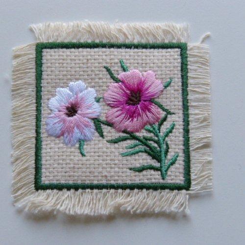 Ecusson thermocollant carré motif fleur