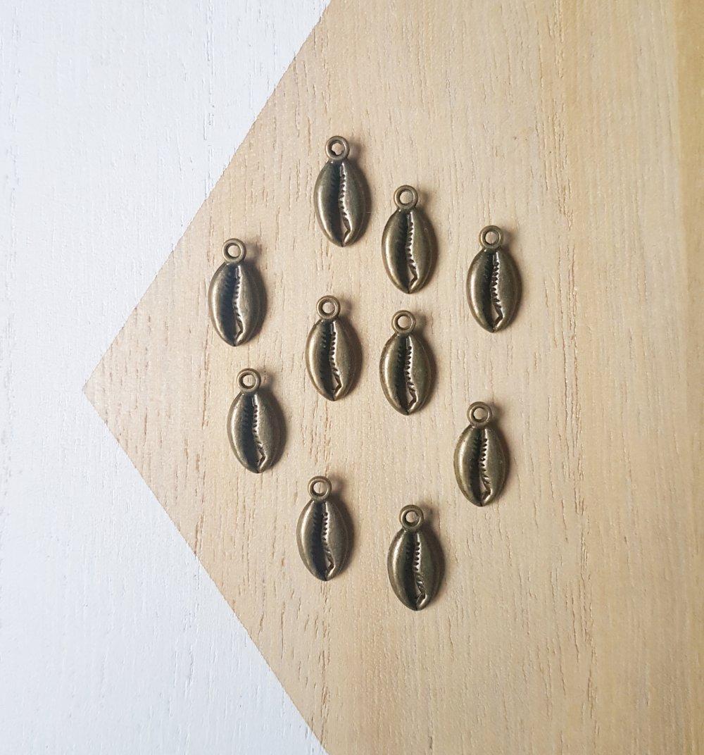 10 Pendentifs coquillages bronze, 10 Breloques coquillages bronze