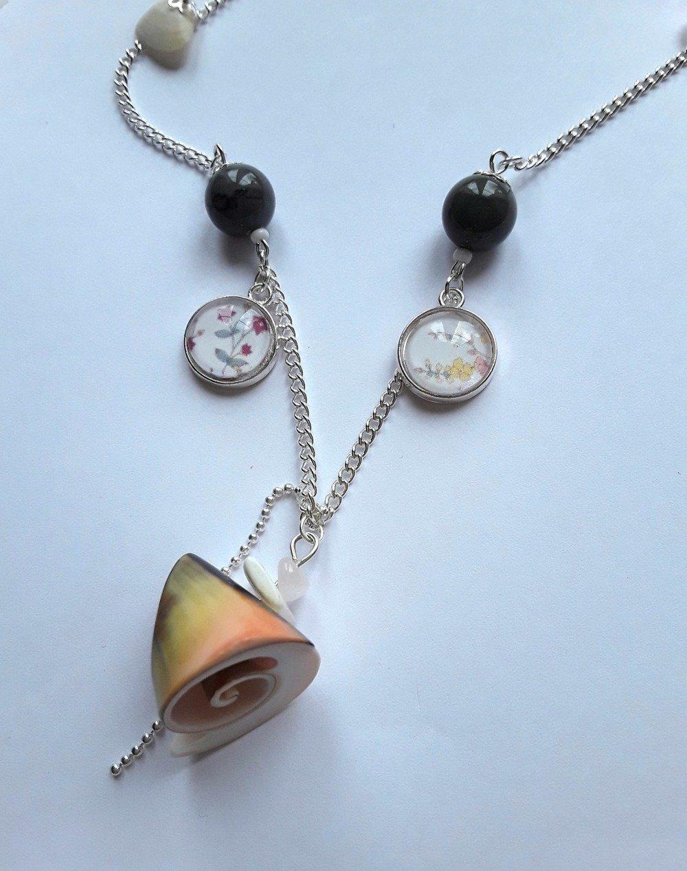 Collier cabochon coquillages et pierre de jaspe