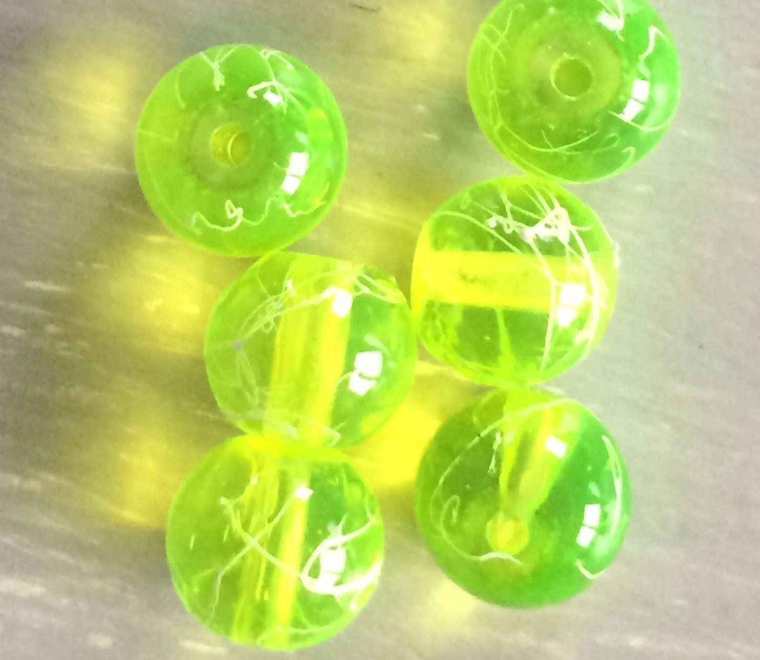 Perles en verre rondes transparentes peint à la bombe jaune