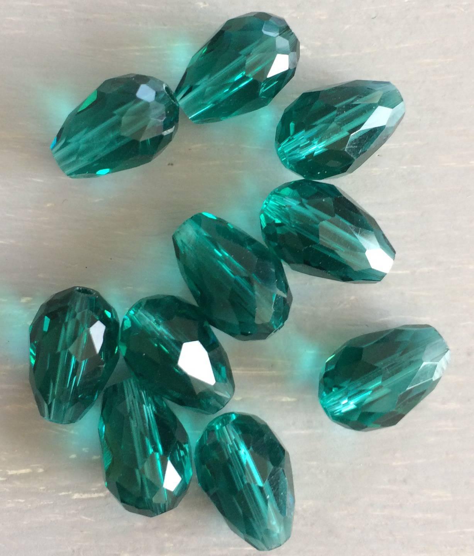 Perles en verre facette goutte turquoise vert