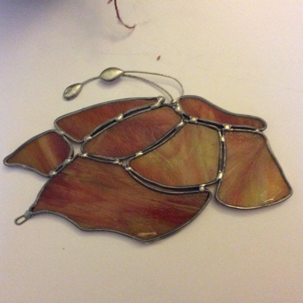 Papillon rouge orangé en vitrail tiffany