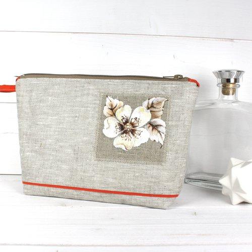 Trousse en lin enduit naturel avec fleur peinte à la main sur lin appliquée machine