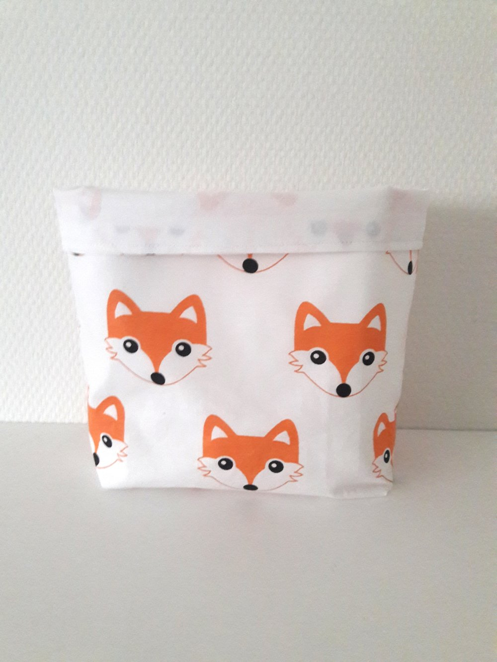vide poche taille moyenne motif des renards sur fond blanc intérieur blanc panière de rangement
