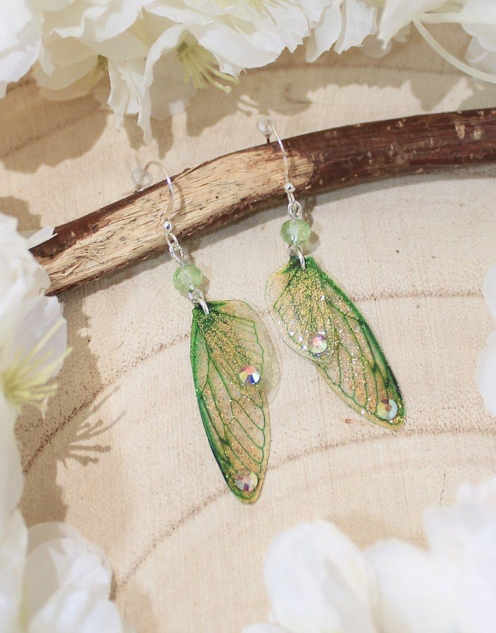 Boucles d'oreilles ailes de fée vertes clair, féerique, fantastique, elfique, fantaisie.
