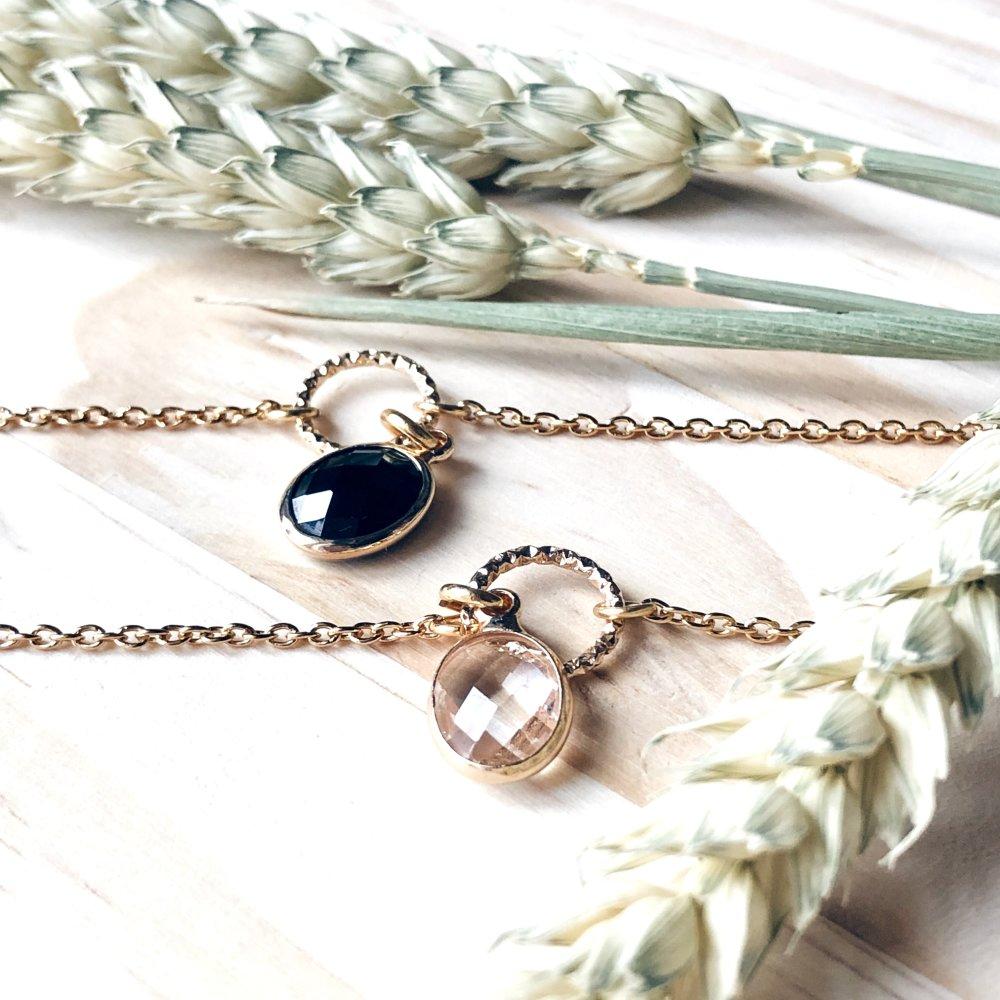 """Bracelet délicat """"NOIR"""" en laiton doré à l'or fin 24 carats anneau en métal doré pailleté et pendentif en verre"""