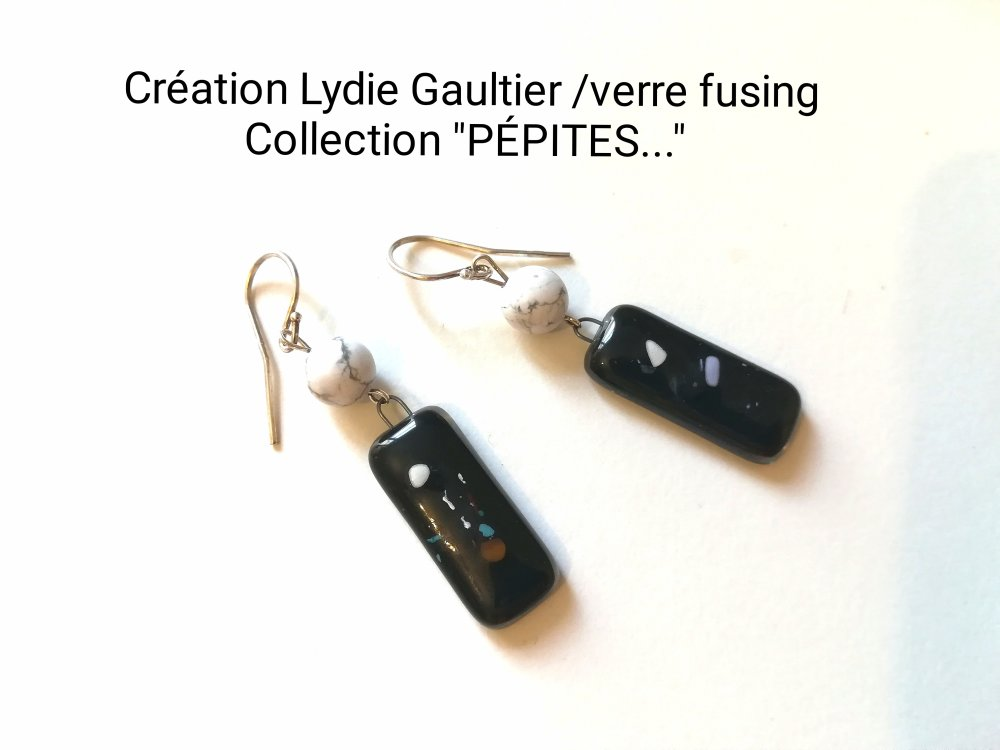 """Boucles d'oreilles en verre fusing argent et pierre Howlite collection """"PÉPITES... LATENCE..."""" . .. """""""