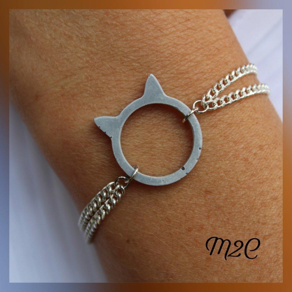 Bracelet en métal argenté chaîne et pendentif béton