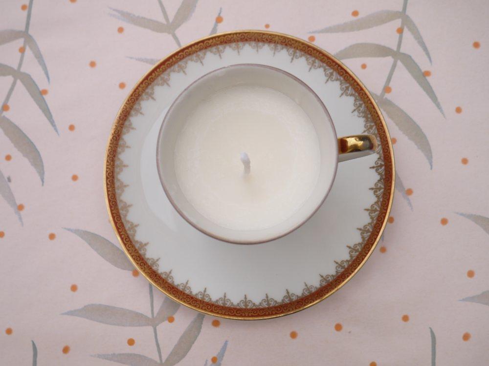 Bougie tasse blanche et or en porcelaine