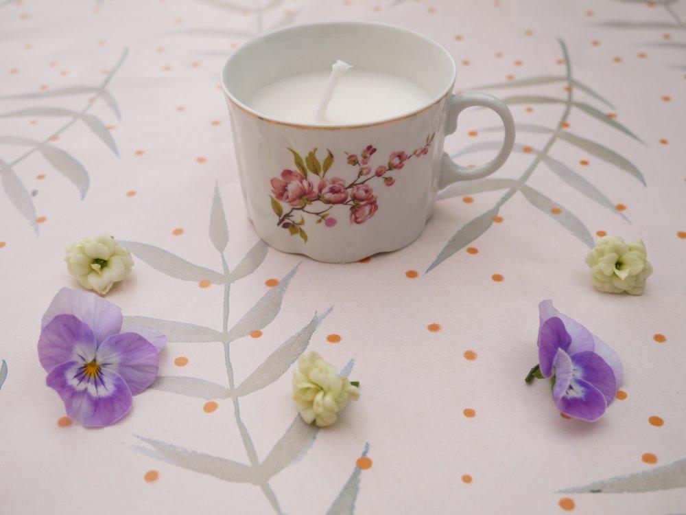 Bougie tasse fleurie en porcelaine