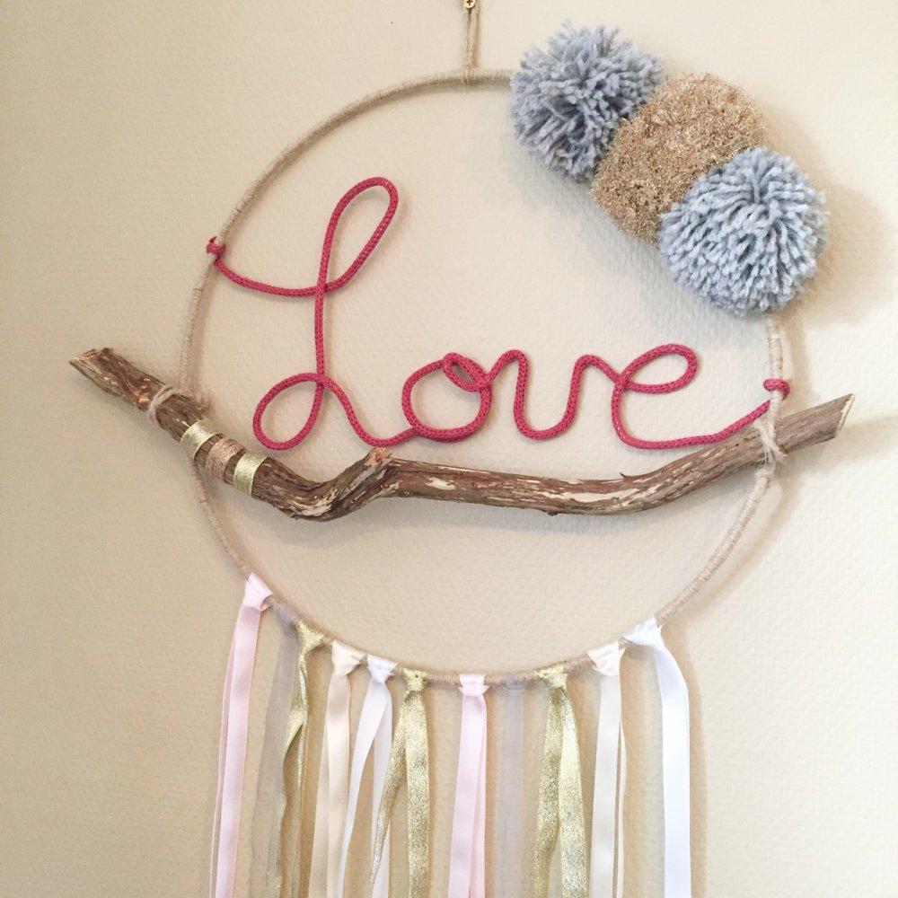 """Attrape-rêves,suspension mural,mobile,décoration mural, bois, pompon, tricotin,boho,boheme """"idée cadeaux maman,fille,copine,maitresse"""