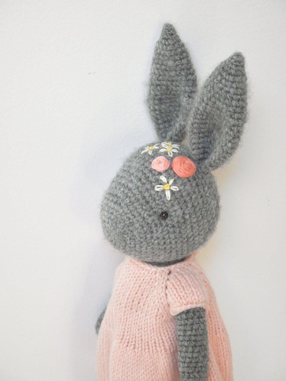Grand lapine  crochetée à la main
