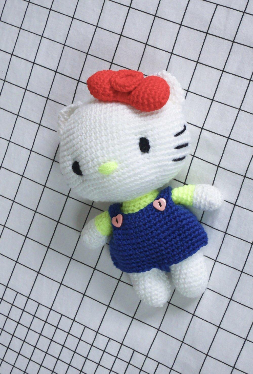Peluche Hello kitty crochetée à la main