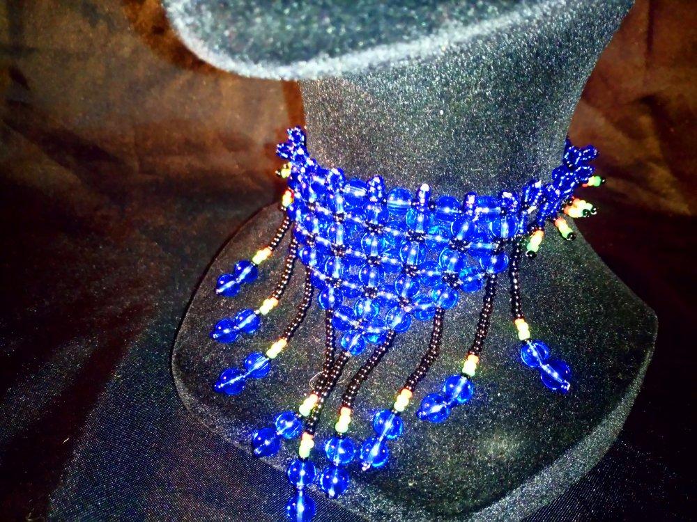 """Collier Ras de cou  a franges avec plastro  en perles senegalais bleues tissees et rocailles en mode """"Perles de Pluie..?"""" """""""