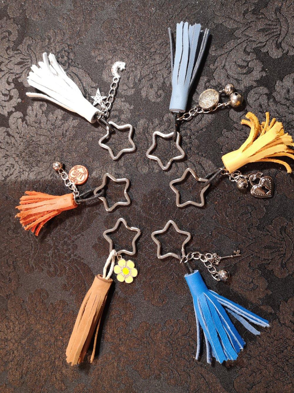 Porte clés pompon en cuir / bijou de sac