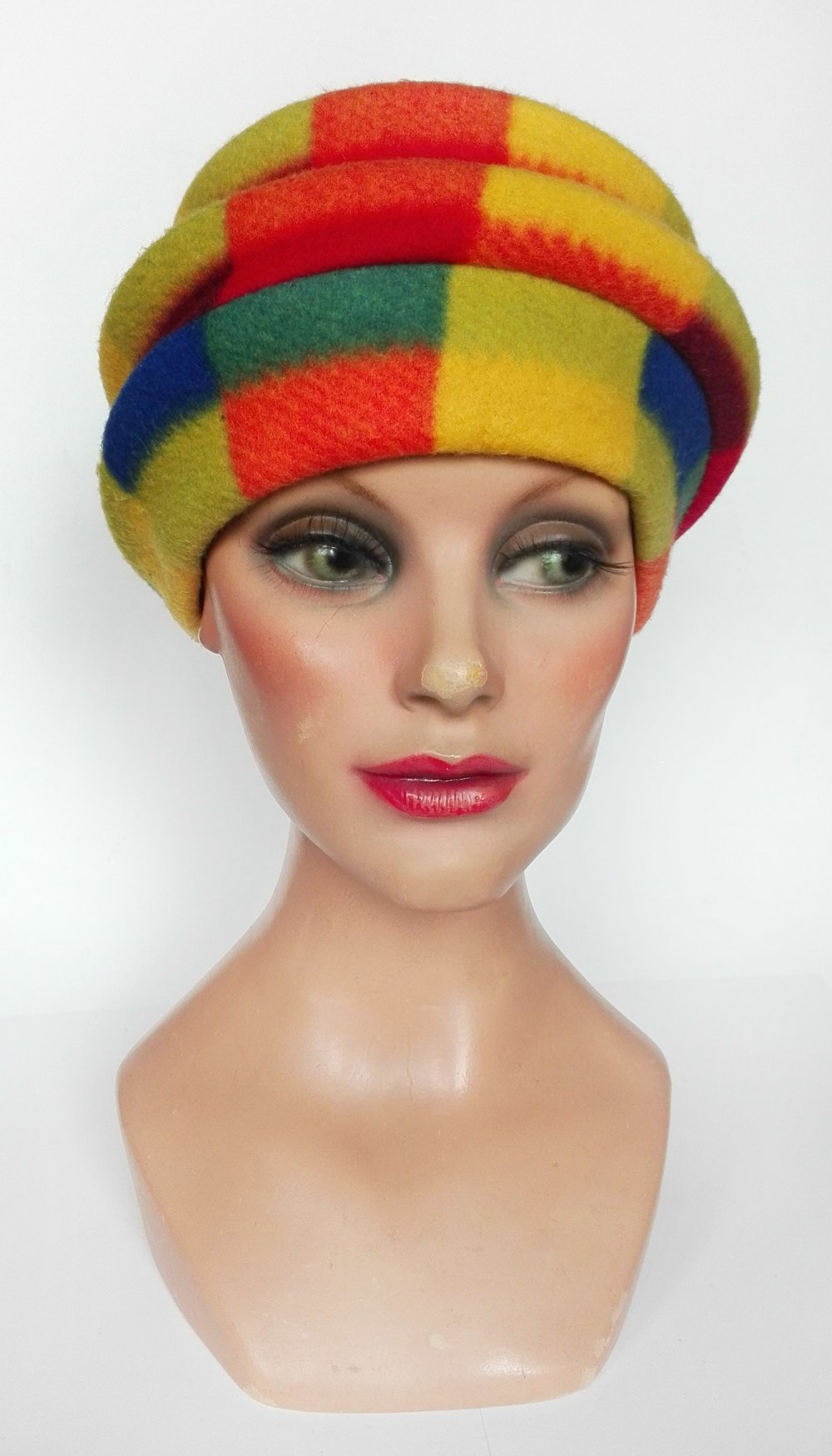 (vendu) Toque colorée femme hiver, chapeau polaire, bonnet multicolore, cadeau femme, chapeau mariage hiver