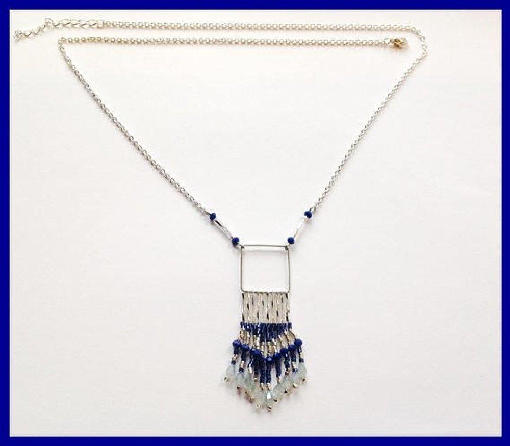 cCollier graphique bleu marine et argent tissé de perles de verre Miyuki,collier chic