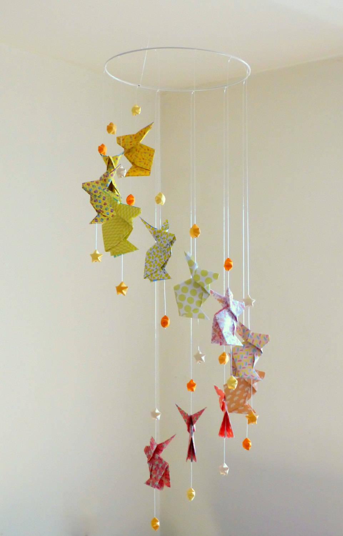 """Mobile Bébé À Suspendre Au Plafond mobile bébé origami """"lapins et etoiles"""" jaune, orange pastel, rouge-orangé"""