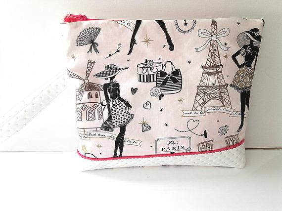"""Pochette de soirée mode élégante, dragonne, tissu """"Moi Paris et simili cuir blanc , sac à main de sortie, petit sac dragonne"""