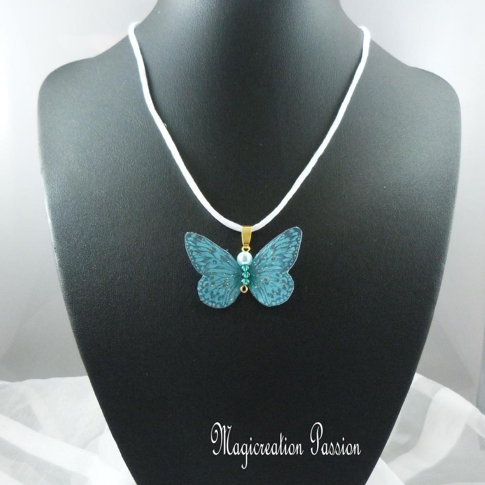 """collier pendentif papillon soie turquoise et doré, cordon satin blanc 42cm réglable """"Apolline"""""""