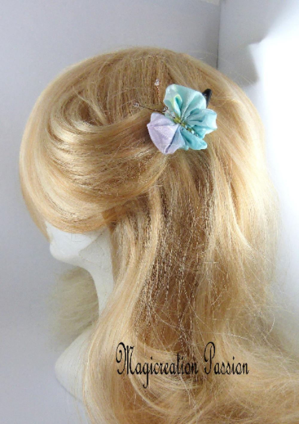 Pince clip papillon 3D satin pastel corps perles vertes