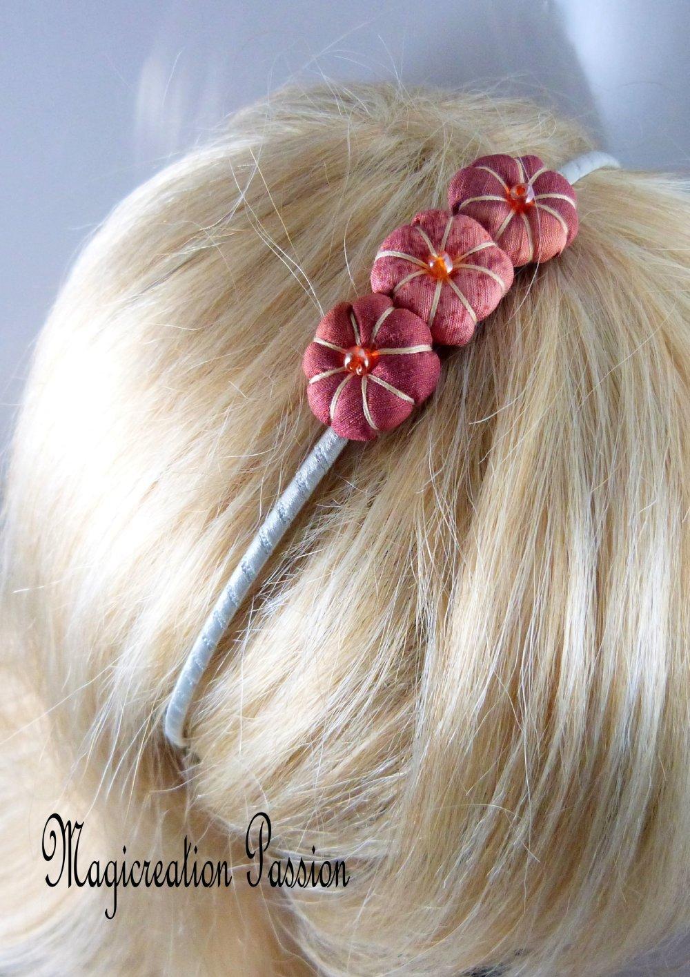 serre-tête trois fleurs japonaises soie marron sur satin gris