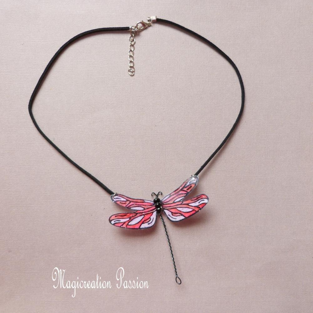 """collier grande libellule 7.5 cm rose et rouge modèle """"Demoiselle"""""""
