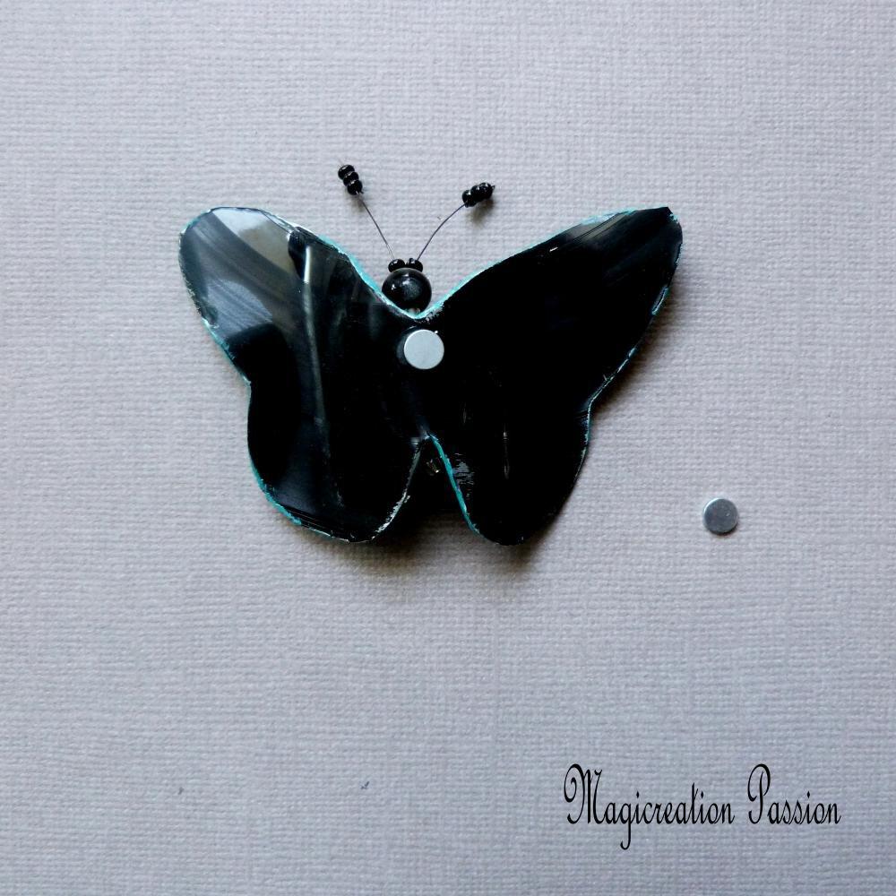magnet papillon, turquoise et argenté, vinyle,  7.5 cm, corps perles  + 1 aimant