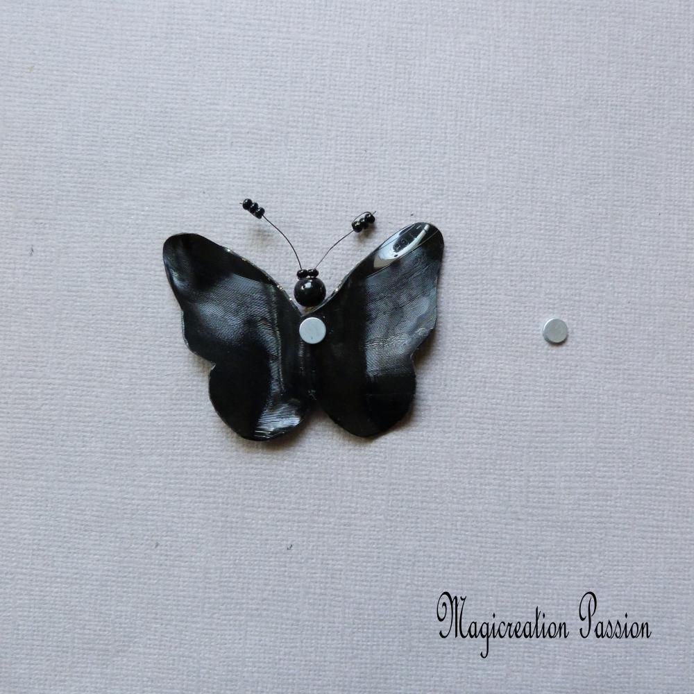 magnet papillon, noir et doré, vinyle , 7 cm, corps perles  + 1 aimant