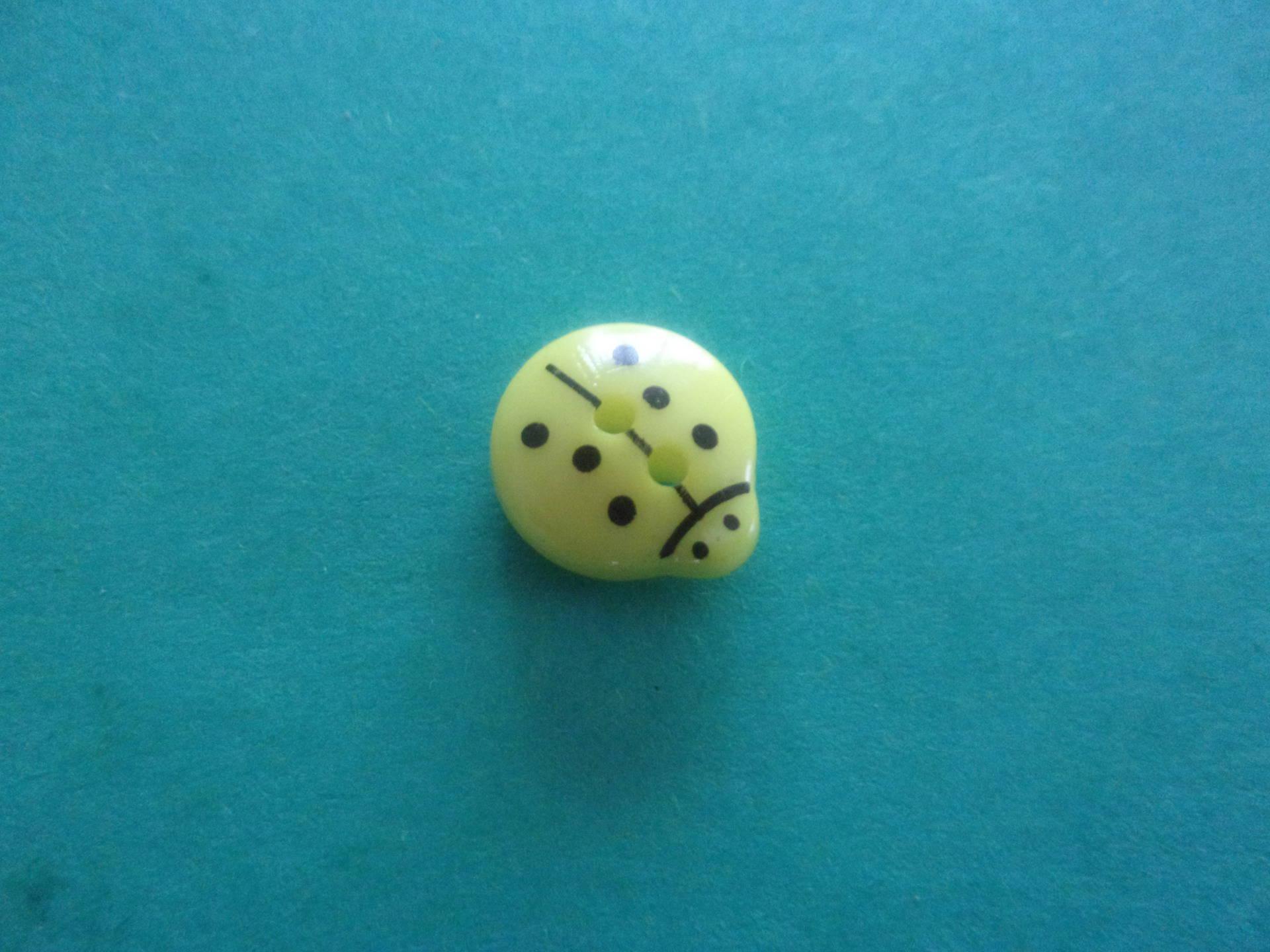 Bouton en forme de coccinelle jaune, 2 trous - 13mmx12mm