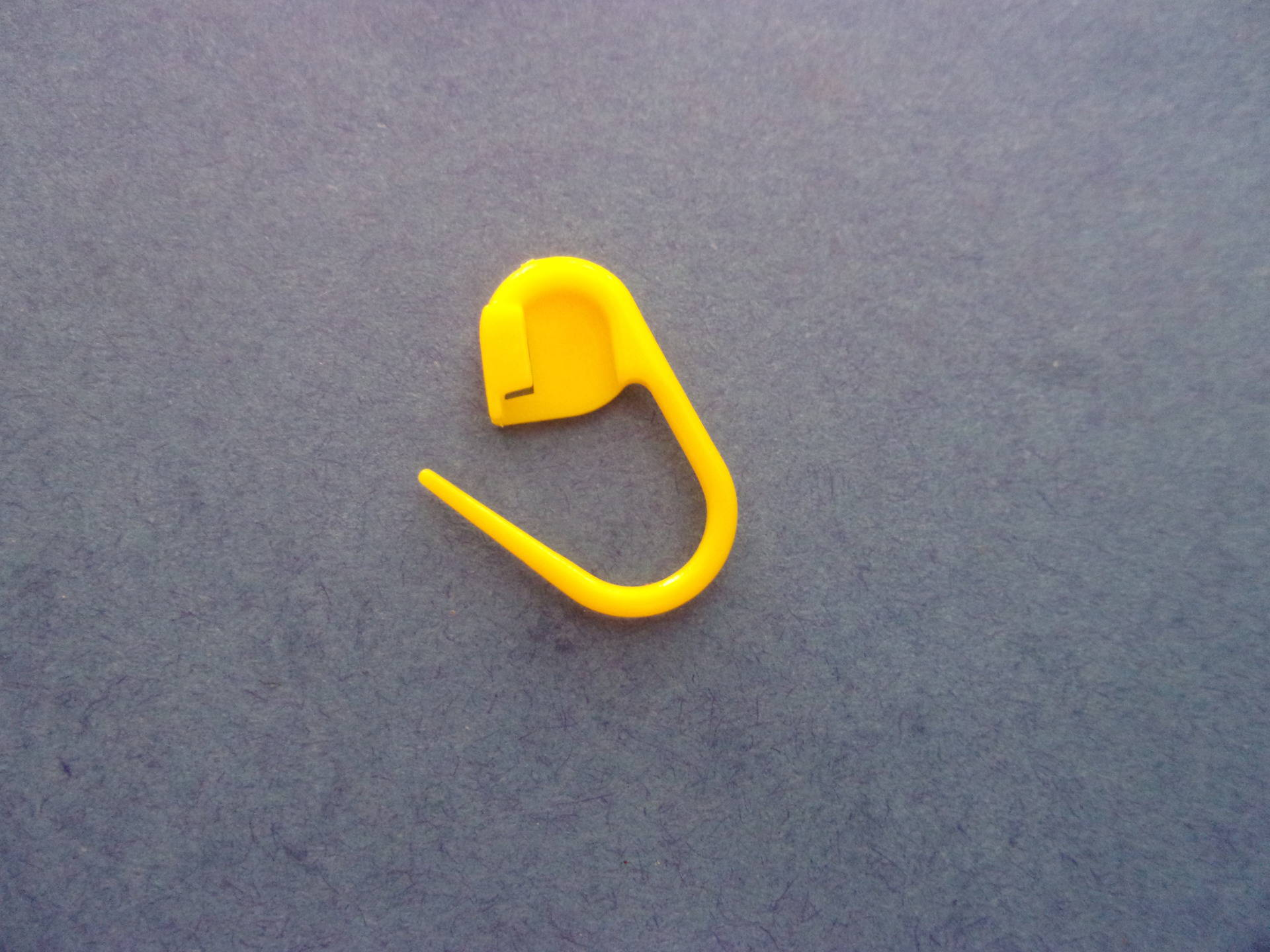 Mini marque-maille en plastique de couleur jaune - 22 mm