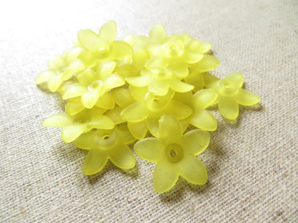 20 perles fleur étoile lucite jaune 17mm