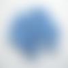 50 perles fleur cinq pétales lucite bleu 17mm
