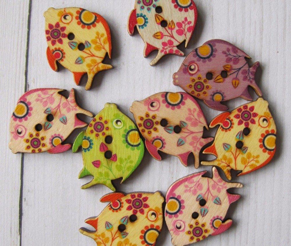 Lot de 3 grands boutons en bois poissons fleurs ( couleur mixte )