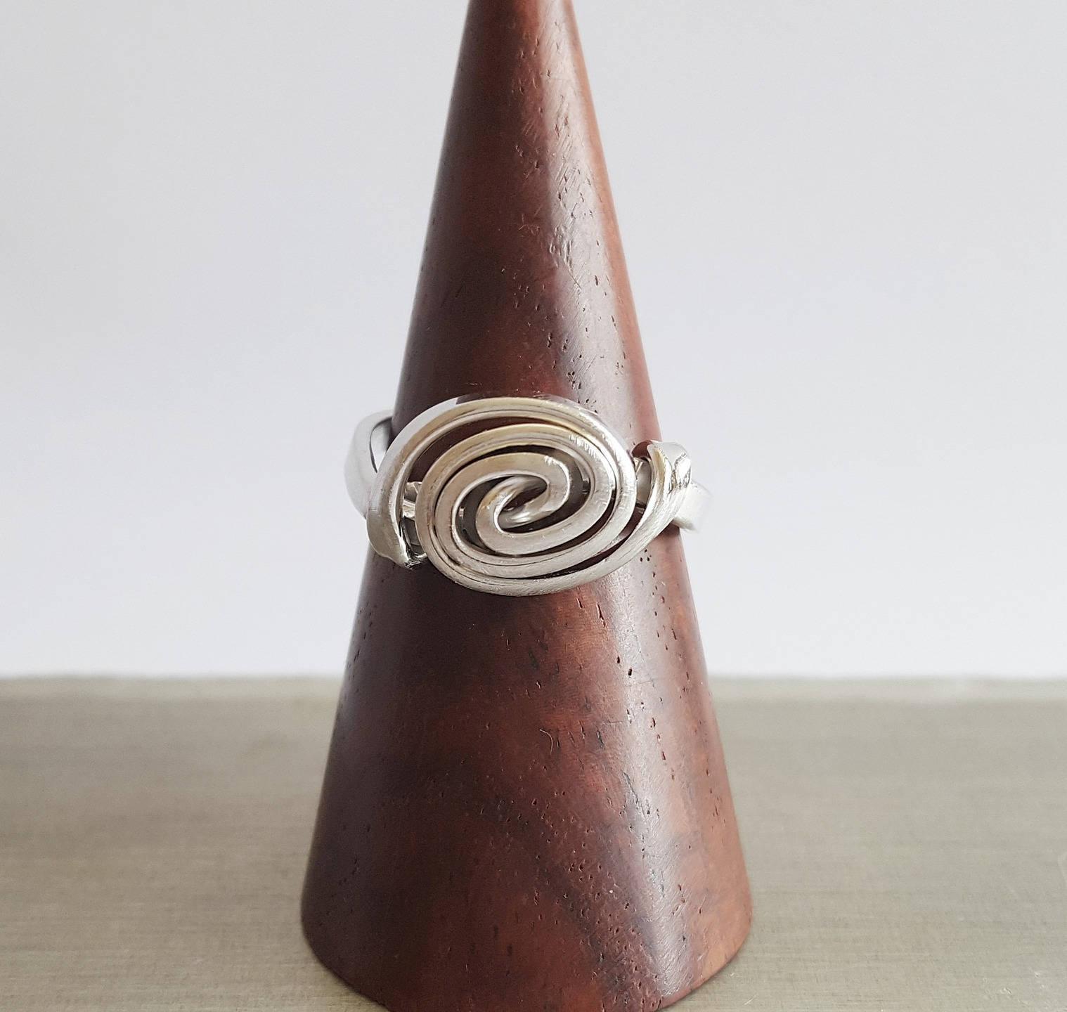 Bague spirale fil d'argent rodhié