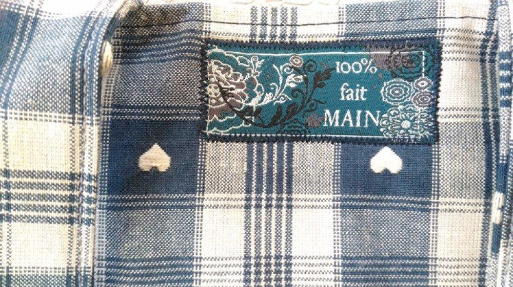 Porte-tarte toile cirée à l'intérieur toile coton rayée bleu marine gris motifs petits coeurs