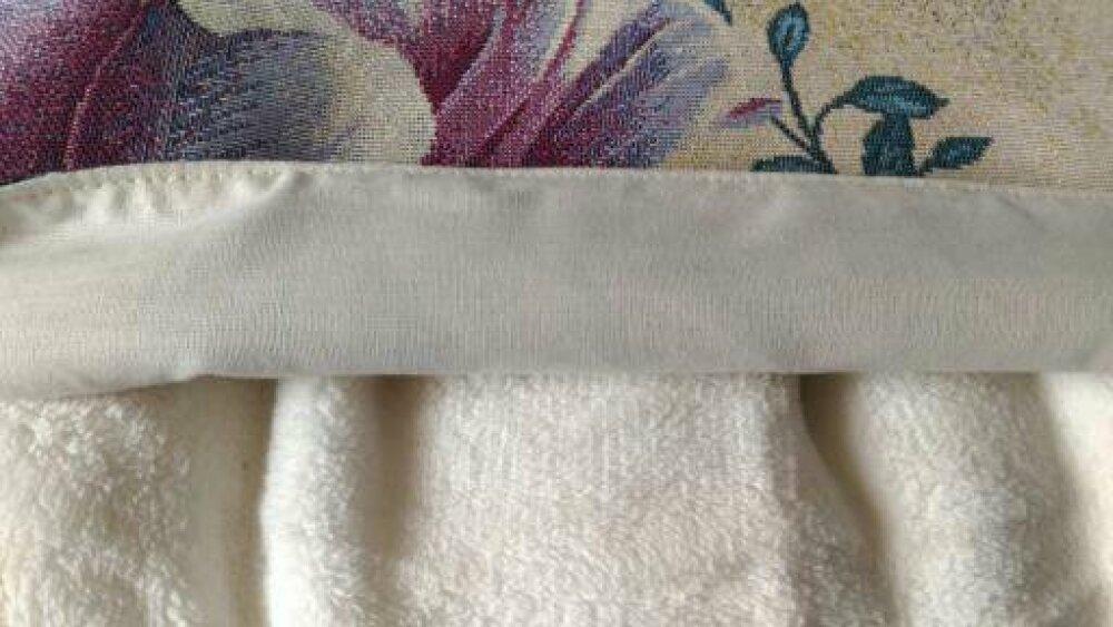 Coussin avec plaid polaire replié à l'intérieur toile jacquard